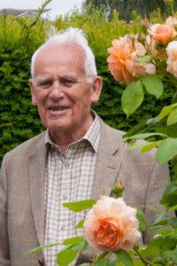 Người thổi hồn cho những bông hồng tuyệt sắc