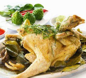 Chanh Chúc dùng làm gia vị trong món gà hấp lá Chúc